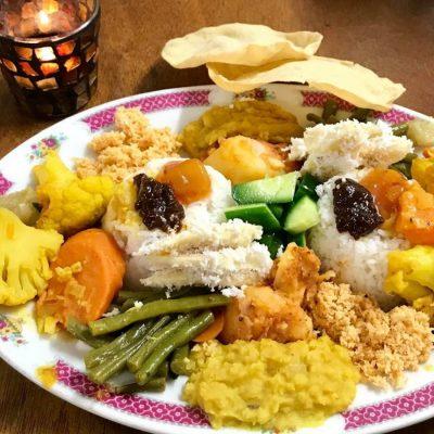 Dinner in Kuranda with Sri Lankan treats, vegan and vegetarian.